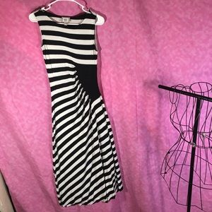 Eco New York Black n White Maxi dress! NWOT! Small